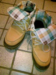 似たような靴を近くに座った男性が履いていておどろいた。