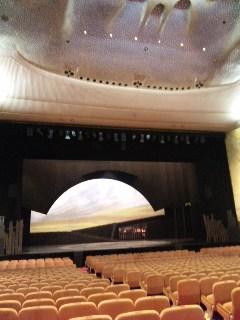 日生劇場の天井。